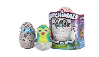 El huevo del que nace un peluche que aprende – Hatchimals